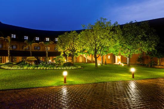 Christiana Hotel & Conference Centre: Garden area