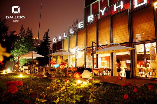 Gallery Hotel: night view