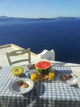 Old Oia Houses: colazione in terrazza