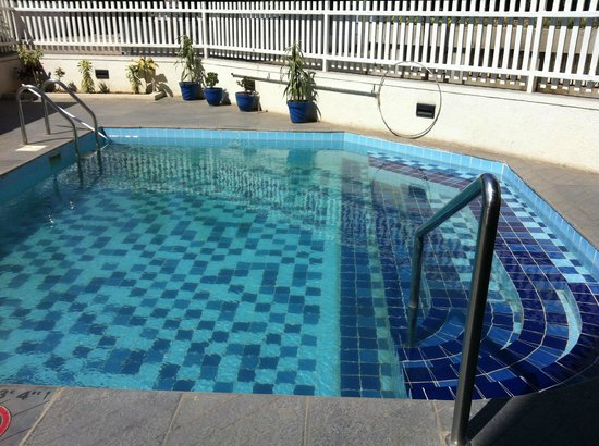 Hampton by Hilton Vadodara-Alkapuri: Swimming Pool