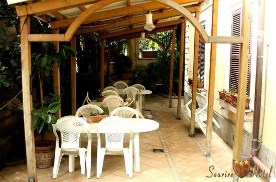 Sourire Hotel: Veranda esterna