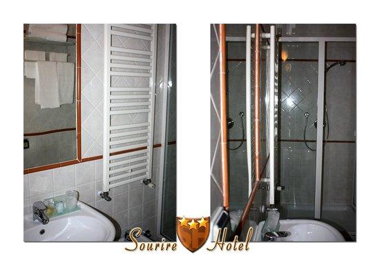 Sourire Hotel: Dettaglio bagno con box doccia