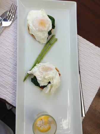 Uga Jungle Beach : My Breakfast Main - Eggs Benedict