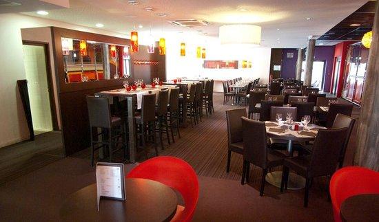 Bowling central Park: La salle de restaurant côté pistes de Bowling