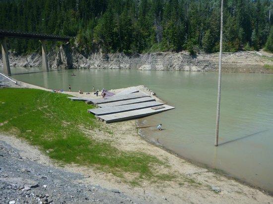 Kinbasket Lake Resort: water levels slowly rising.... docks