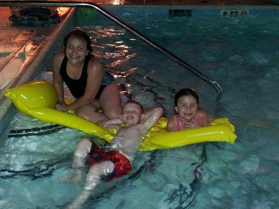 Hampton Inn & Suites Murfreesboro: pooltime