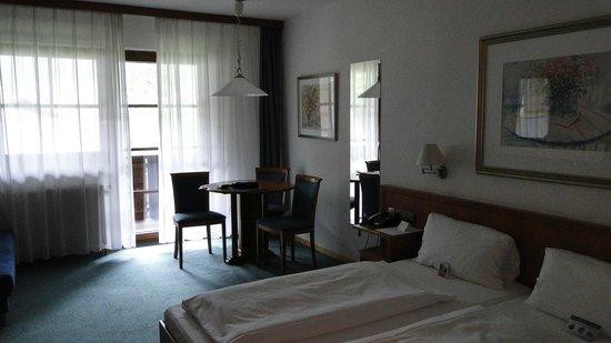 H+ Hotel Alpina Garmisch-Partenkirchen : в номере