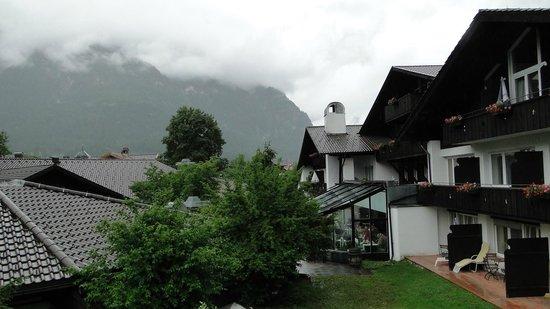 H+ Hotel Alpina Garmisch-Partenkirchen : вид с террасы
