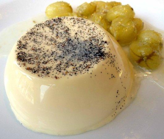 Lussmanns - Hertford: Vanilla panna cotta with fruits