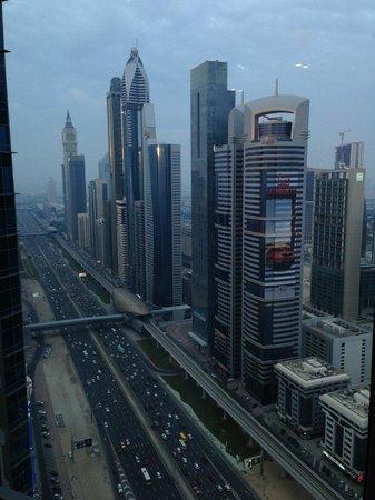 Shangri-La Hotel, Dubai: Road