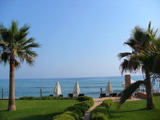 Villa Augusto: наш пляж и вид на соседний