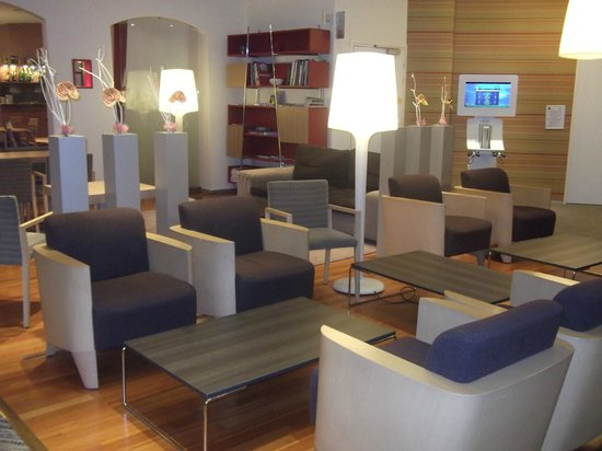 Novotel Lille Centre Gares: THE LOUNGE IN THE RECEPTION AREA