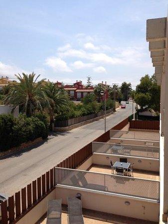 Apartamentos Albir palace: the street