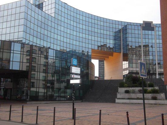 Novotel Lille Centre Gares : THE VIEW FROM THE BEDROOM