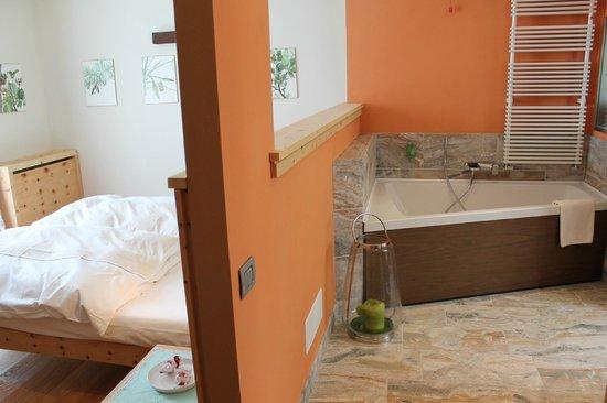 Vasca Da Bagno Doppia : Letto e vasca da bagno doppia foto di polisena laltro agriturismo