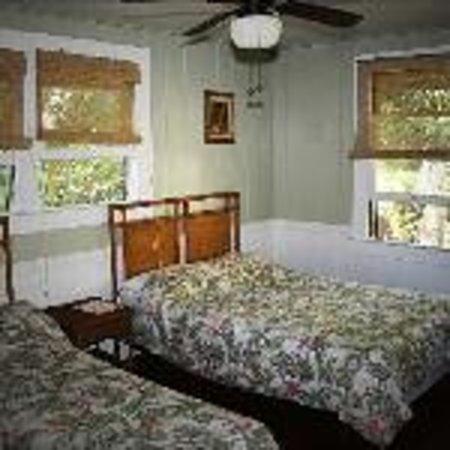 Hilo Tropical Gardens : Pineapple Room