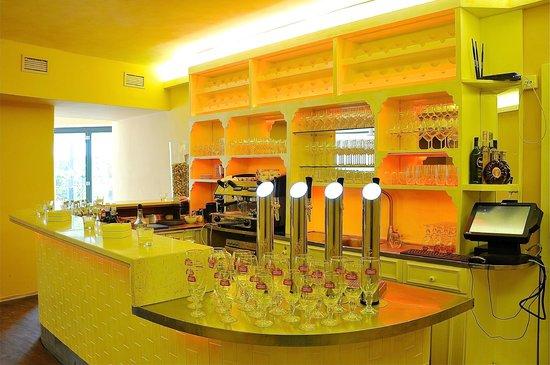 Villa St. Tropez: Bar