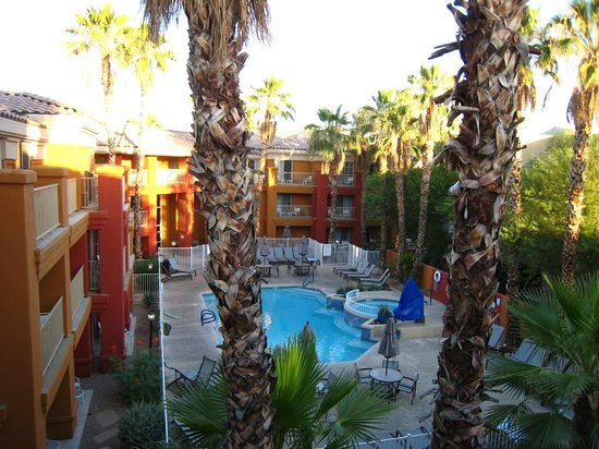 Holiday Inn Express Hotel and Suites Scottsdale - Old Town: Backyard with pool from the suite balcony