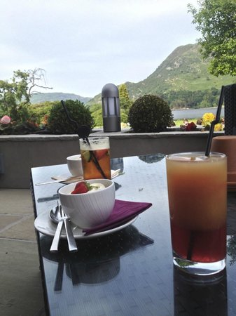 Inn on the Lake: Pimms and Starwberries on Orangery Terrace