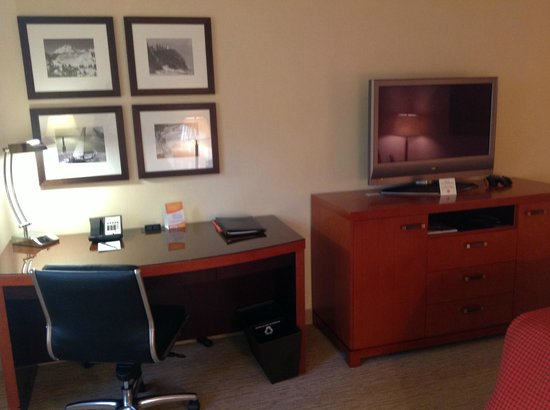 The Paramount Hotel: Desk & TV