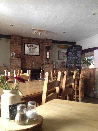 Half Moon Inn: Dining area's nice better with the fire lit on winter?!