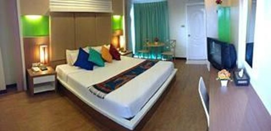 Charoenchit House: Deluxe room