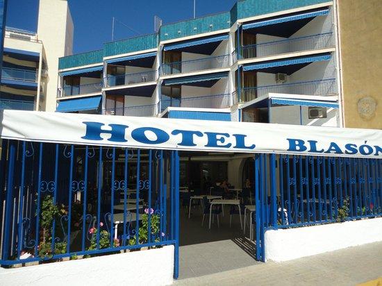 Blason Junior: VUE DE FACE HOTEL