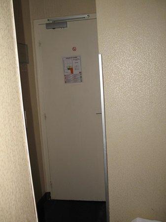 Hotel Bordeaux: w małym pokoju trudno się było poruszać