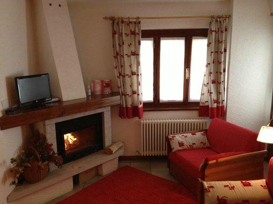 """Residence Hotel Cima Jazzi: ..e l'angolo con il caminetto! una vera """"chicca"""" per rilassarsi"""