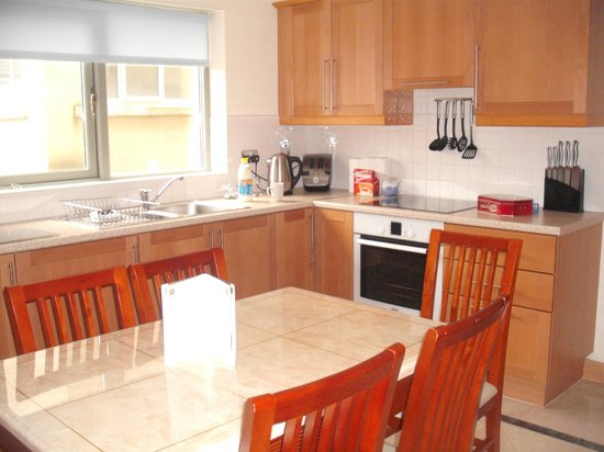 Park Place Apartments : the kitchen in the town house - you needed nothing else..!!