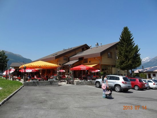 Hotel-Restaurant Ronalp: Ronalps restaurant with outside dining