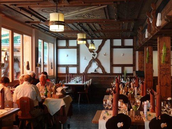 Hotel-Restaurant Ronalp: Dining area