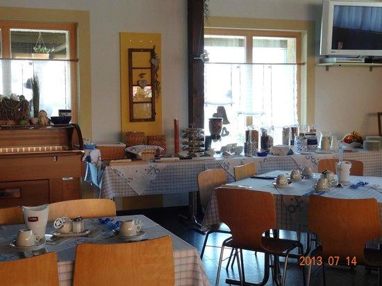 Hotel-Restaurant Ronalp: Breakfast buffet style