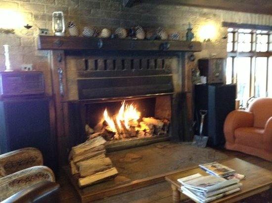 Danseys Pass Coach Inn: The master fireplace...ideal to rest with a bottle of Drumsara Central Otago Pinot Noir