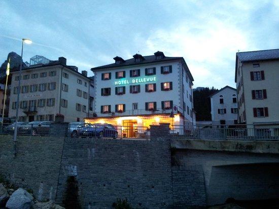 Bellevue Hotel: View of hotel in evening