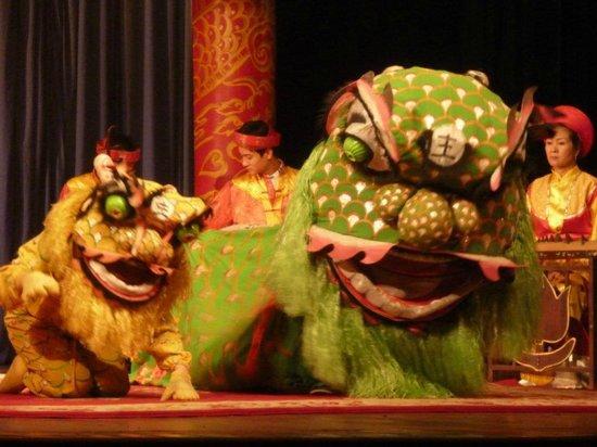 Vietnam National Tuong Theatre : Dragon dance