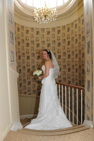 Best Western Leigh Park Hotel: Bride photo in hallway via rooms to the reception