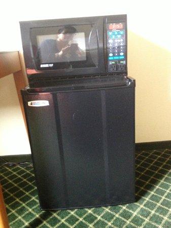 Fairfield Inn St. George: Microwave & refrigerator combo