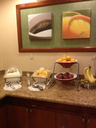 Fairfield Inn St. George: Whole and cut fresh fruit and eggs