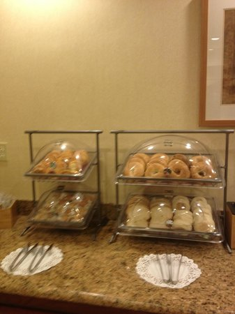 Fairfield Inn St. George: Breakfast pastries & breads