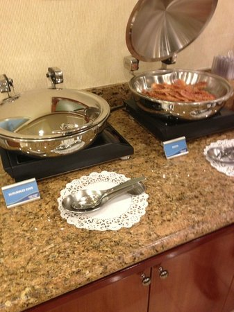 Fairfield Inn St. George: Eggs & Bacon