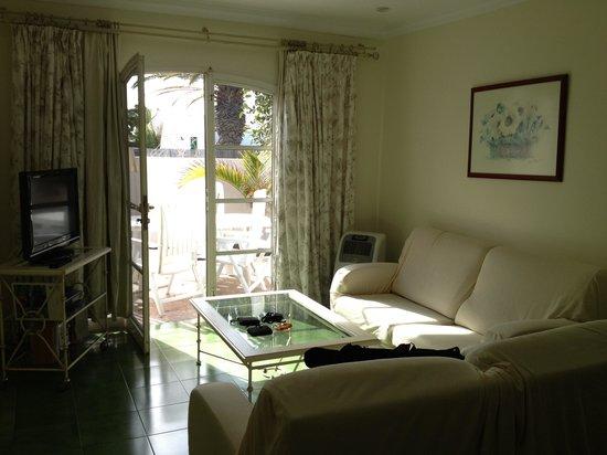 Cinco Casitas: living room