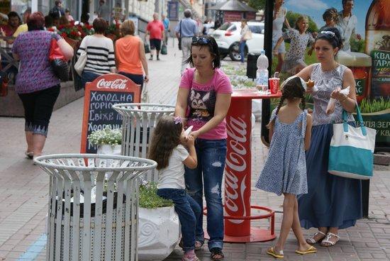 Kyivska Perepichka: Столик рядом
