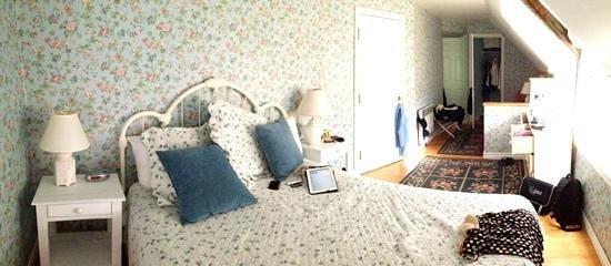 Manoir Le Tricorne: chambre avec salle de bain dans le corridor