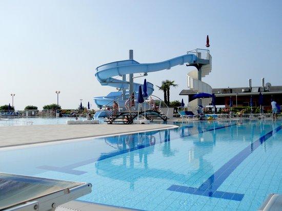 Hotel Cesare Augusto: La piscina al mattino