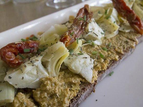 Cuisine De Bar tartine: articokes and sun dried tomatoes - picture of cuisine de