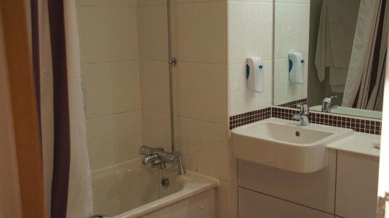 Premier Inn Rainham (Kent) Hotel: Salle de bains