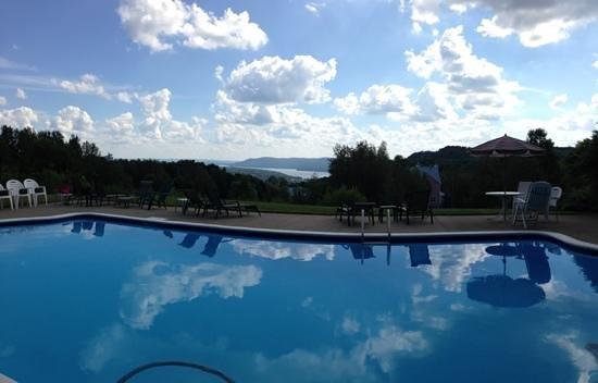Manoir Le Tricorne: vue de la piscine