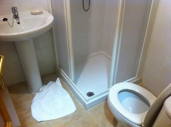 Antigua Morellana HS: bathroom