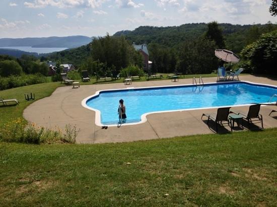 Manoir Le Tricorne: piscine (petite montée qui vaut le point de vue)